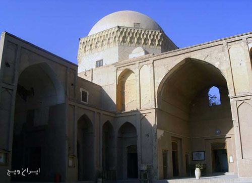The monument consists of twelve single dome in 429 AD on the orders of Abu Ala and Abu Jacob F. Prince was built. The monument inscription in Kufic overhead view ports at the edge of the designs of flowers and plants, and monuments Fakhr al-Din Asfnjrdy of the great masters of the eighth century to the size of 92 × 60 is mounted on the altar and draws the attention of their audiences