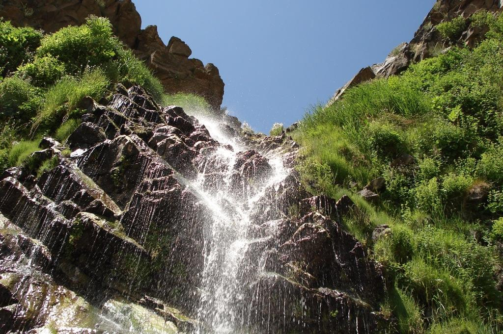The waterfall near Mineral Spring Crypt (24 km West of Ardabil) is located on the eastern slope of Mount Sabalan. About 20 to 15 meters height and relatively low volume and limited to a few spring output is high. Although the flow of the waterfall in the event of rainfall and surface flows watershed will join. This spectacular waterfall from the spa complex basement of Ardebil tourist spots