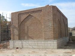 It is Angjy family tomb. Ayatollah Mohammad Sheikh son of the late Ayatollah Seyyed Hasan Angjy Sharia is one of the leading scholars and Azerbaijan are famous. Ayatollah Angjy Dhi Al Qaeda 1357 AH died in the eighteenth century, so old tomb is above seventy years
