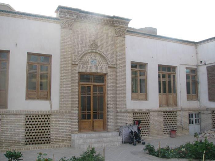 Naghashihaye modern house