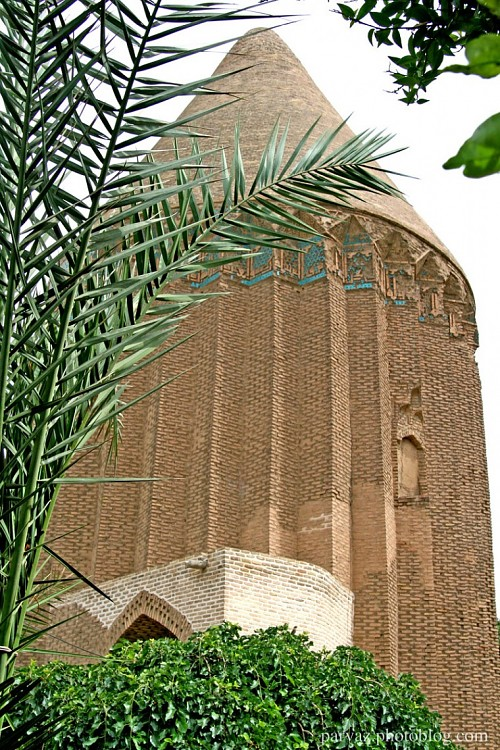 The tower belongs to the 'Fakhr al-Din Hassan Ala religion that in 608 AD century and was built in the year 1310. As a Asz reached the historical record. The tower is made of a cylindrical portion and a cone-shaped portion that is on the cylinder. The cylindrical height of 2 m and 5 m height of the cone, which is 17 meters altogether. Ala faith and religion teacher and one of the local rulers