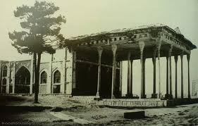 Daralbtykh which today is in the neighborhood of Ahmedabad district, the tomb of Nizam al-Mulk Tusi, a great man of science, literature and politics in Iran in the years 465 and 485 AD is located. Mausoleum of Khoja at the graves of several of the Seljuk dynasty and the opinion of many scholars and experts in the appropriate structure of the graves there. In this place there is often a marble tomb 8 are fine