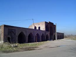 "Lots caravan homes to people who are also known as Shah Abbasi Caravanserai is located 35 kilometers south of the city of Rasht. The inn is no inscription. But historical Brasasmtnhay the command ""M. Khan Mtmdaldvlh"" built in 1246 AH. The square courtyard inn has seven rooms and a gallery. Gate inn is located on the eastern side and the material is from bricks and mortar mortar"