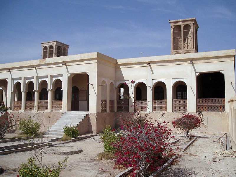 Intellectual underpinnings to the late Qajar era and the port door, neighborhood Pakrtyha the beginning of the city, the entrance is located and the effect on 24 Persian date Bahman 1375 with registration number 1833 has been registered as a national monument Iran