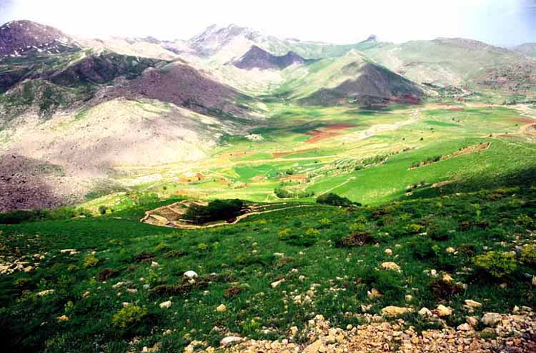 This is a mountain with an altitude of 2946 meters in 30 kilometers southwest of Sanandaj is located within the village of East Zhavrvd. Xi'an is the beautiful village of exquisite landscape, especially in spring and summer, the mountain is located in the East. Dvprdan and outs of the mountain rivers originate Hshly