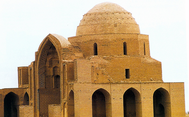 Mosque or Friday mosque old mosque Varamin the patriarch and is one of the oldest buildings in the city of Varamin. The mosque of Sultan Muhammad Khoda began during her period has ended. It tore the bed of the most beautiful examples of Iranian