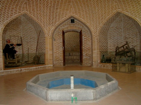 Another name for this museum, Asthryj bathroom. The bathroom is the early Qajar period in MEHRIZ located after the reconstruction and restoration in 1380, the Museum of Anthropology to understand the customs and beliefs of the people of the region lasted throughout his life changing. Outline the old underground like most baths with an area of ​​about 650 square meters in the design and implementation and is located 6 meters of depth. Colorful glass dome in the ceiling and used after the restoration of the natural environment with beautiful reflections provide for the museum. What is the museum's most important and unforgettable, is that most of the people culture museum objects donated to the museum is like MEHRIZ