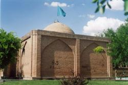 Sheikh burial place of Abraham. His long-Azerbaijani cities in the year 870 AH in the past. Tomb of the courtyard and the shrine, which is simple and unadorned wooden box Moshabaki coffee house on the grave and four oil painting on the wall has been installed. One of the paintings depicts the history of the rest of the year 1333 AH and AH Sal1335 signs. The Western Wall is a stone monument palms have installed the picture, it is silver. Say here hand is one of the Innocents