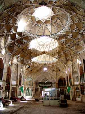 Great Timcheh Qom related to the Qajar period and in Qom, located inside the bazaar and the effect on 11 Persian date Mordad 1376 with registration number 1902 has been registered as a national heritage of Iran. This Timcheh beat Iran poses the biggest roof. The architecture of the building by Professor Hassan Qomi, known as solar Mmarbashy was conducted in 1261. The merchants of Qom, Seyed Mahmoud Tabatabai trustee who is the father Seyyed Hossein Tabatabai Qomi. The structure consists of two floors with 12 stands and has been mostly destroyed Arsyhayy. The upper chamber was in plaster angles Mogharnas. Timcheh roof has three springs that middle section with openings and a height of 15 meters. Chinese sweat and covered under the dome of the official style layout and Yazdi is classified work Shms·h