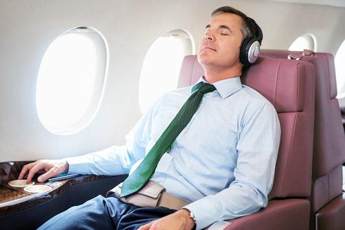 اقداماتی که باید قبل از یک پرواز طولانی انجام دهید