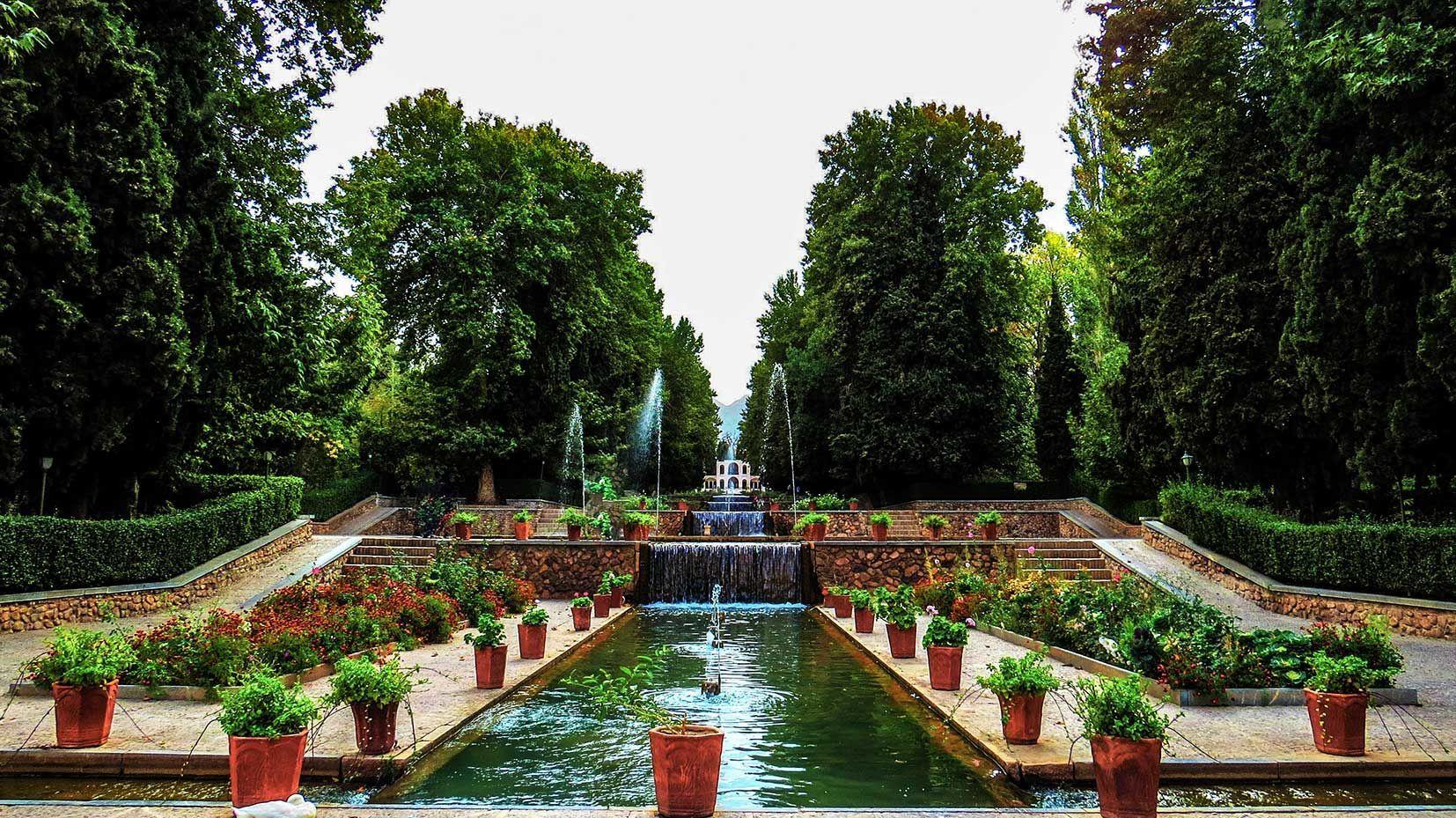 باغی میان کویر، باغ شازده ماهان کرمان