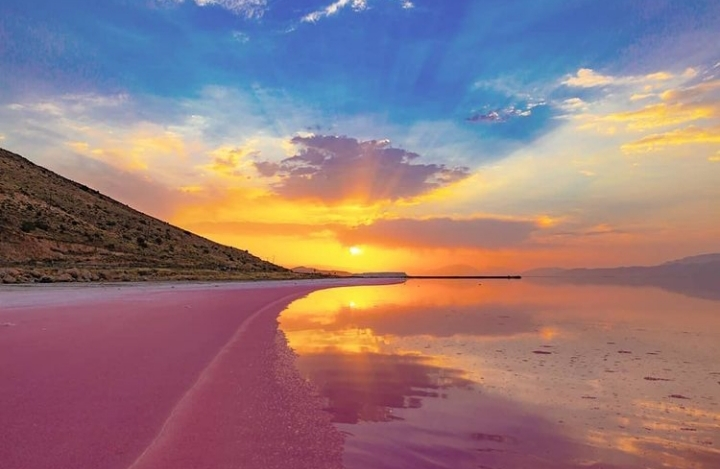 دریاچه صورتی مهارلو، شیراز